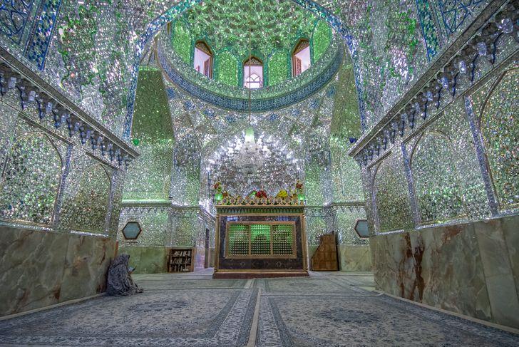 معلومات غريبة وعجيبة جدا  : معلومة غريبة عن الدول : ايران تعيش عام 1399 بسبب عمر الخيام