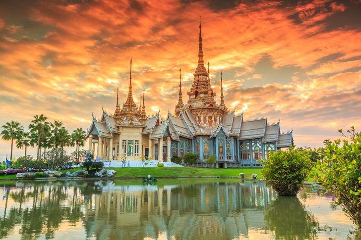 معلومة غريبة عن تقويم الدول : تايلاند تعيش بعدنا بنصف قرن تقريبا