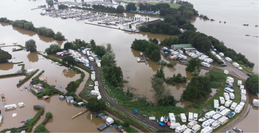 صور فيضانات المانيا وبلجيكا قبل وبعد : الصورة لمنطقة نهرية