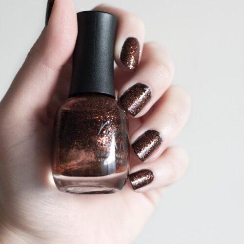 dark-glitter-nails-manicure