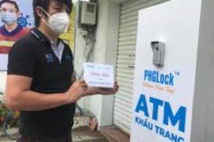 Ông Tổ ATM Gạo phát minh ra ATM khẩu trang giúp người VN