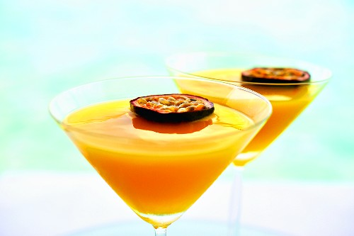 Summerstar Martinis with passion fruit and champagne