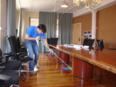 6 REASONS WHY YOU NEED TO CLEAN YOUR OFFICE