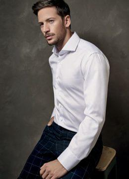 eterna-la-chemise-soyeuse-tout-en-blanc