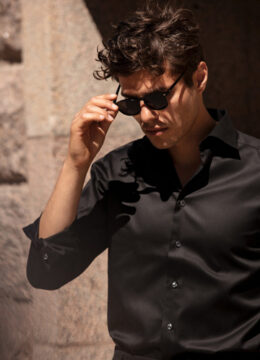 eton-la-chemise-noire-essentielle-a-votre-garde-robe