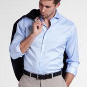eterna-les-chemises-unies-bleu-doux-pres-du-corps-1