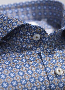 stenstroms-la-chemise-legerement-ajustee-au-motif-festif-avec-details-imprimes-de-medaillons
