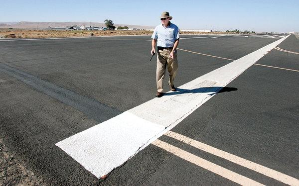 GU4 tracy_airport_runway1