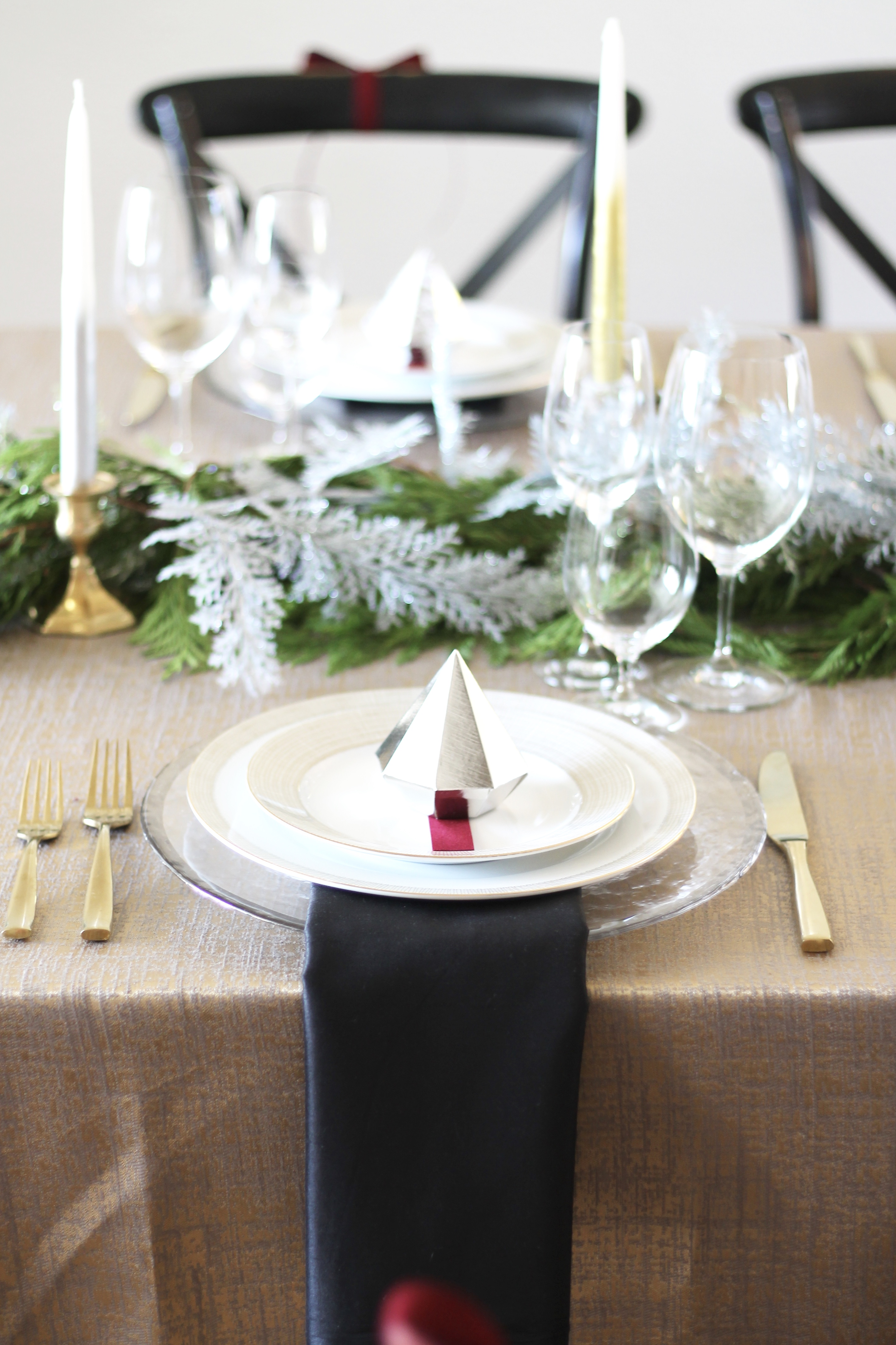 Easy Tips For Hosting Christmas | A Married Adventure