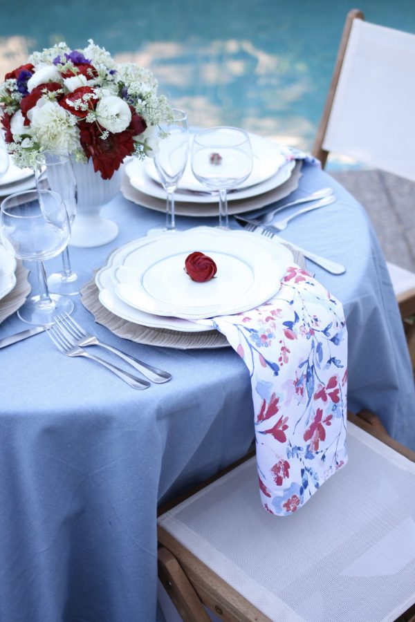 Chic Fourth of July Table | amberpizante.com