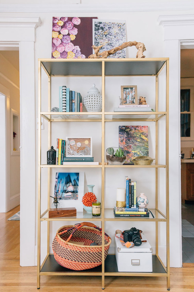 The-Everygirl-Julia-Goodwin-Home-Tour-Living-Room-Gold-Shelf
