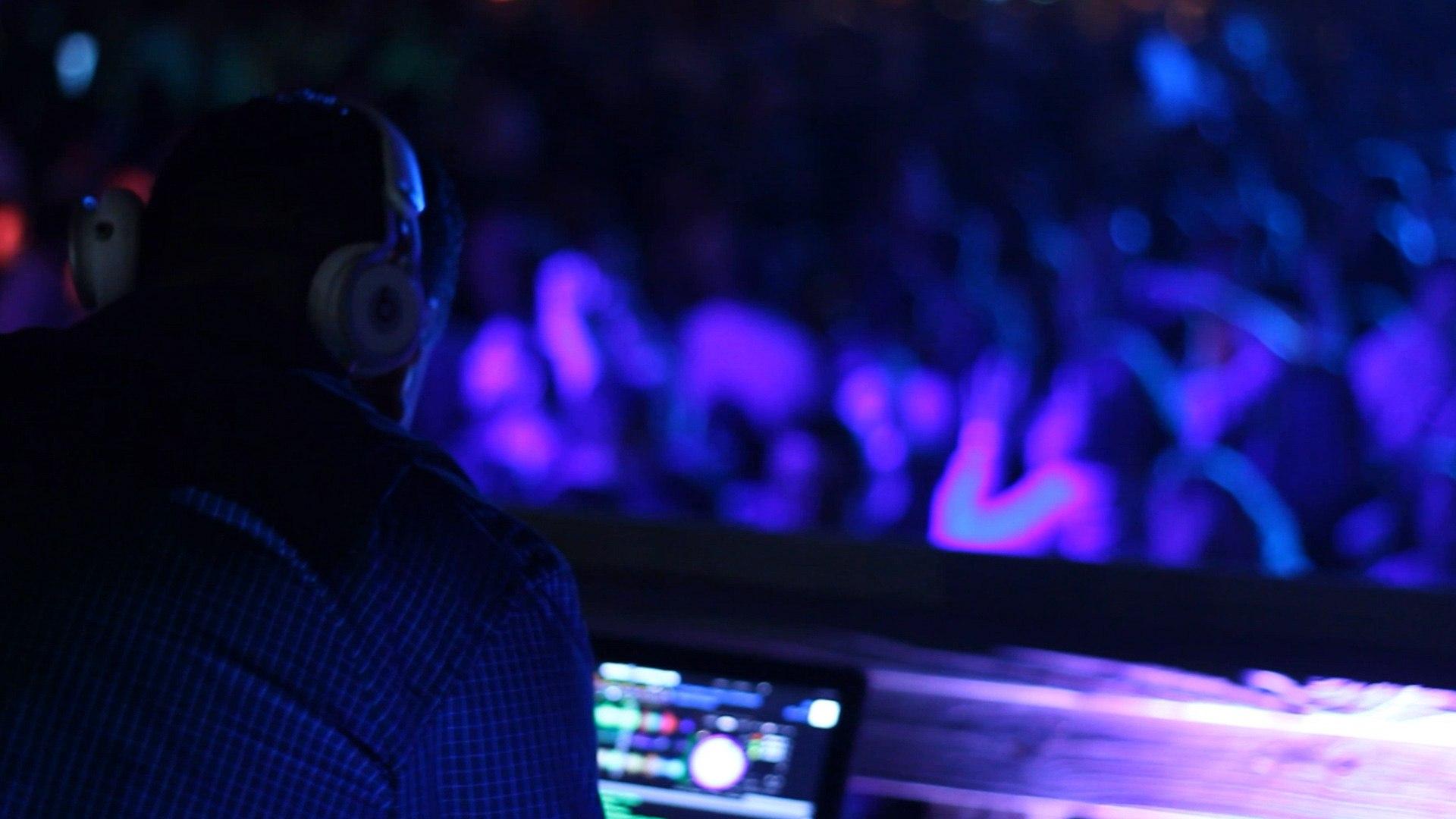 SOJO_PURPLE_DJ_CAVANAUGHS_PHILADELPHIA_CROWD_DANCEFLOOR_1920X1080