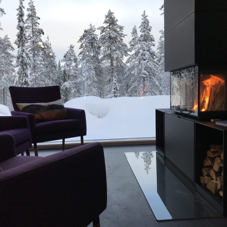 Cosy lounge with fireplace