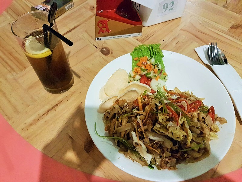 Kewtiau Goreng Ayam - Oregano Cafe & Bar Batam Islands Indonesia