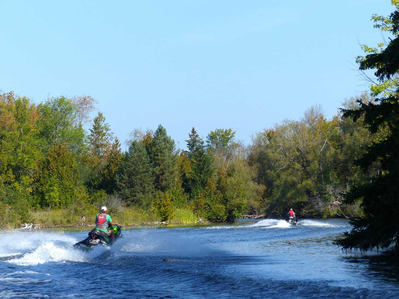 Shoreline speed restrictions are part of Ontario PWC boating regs