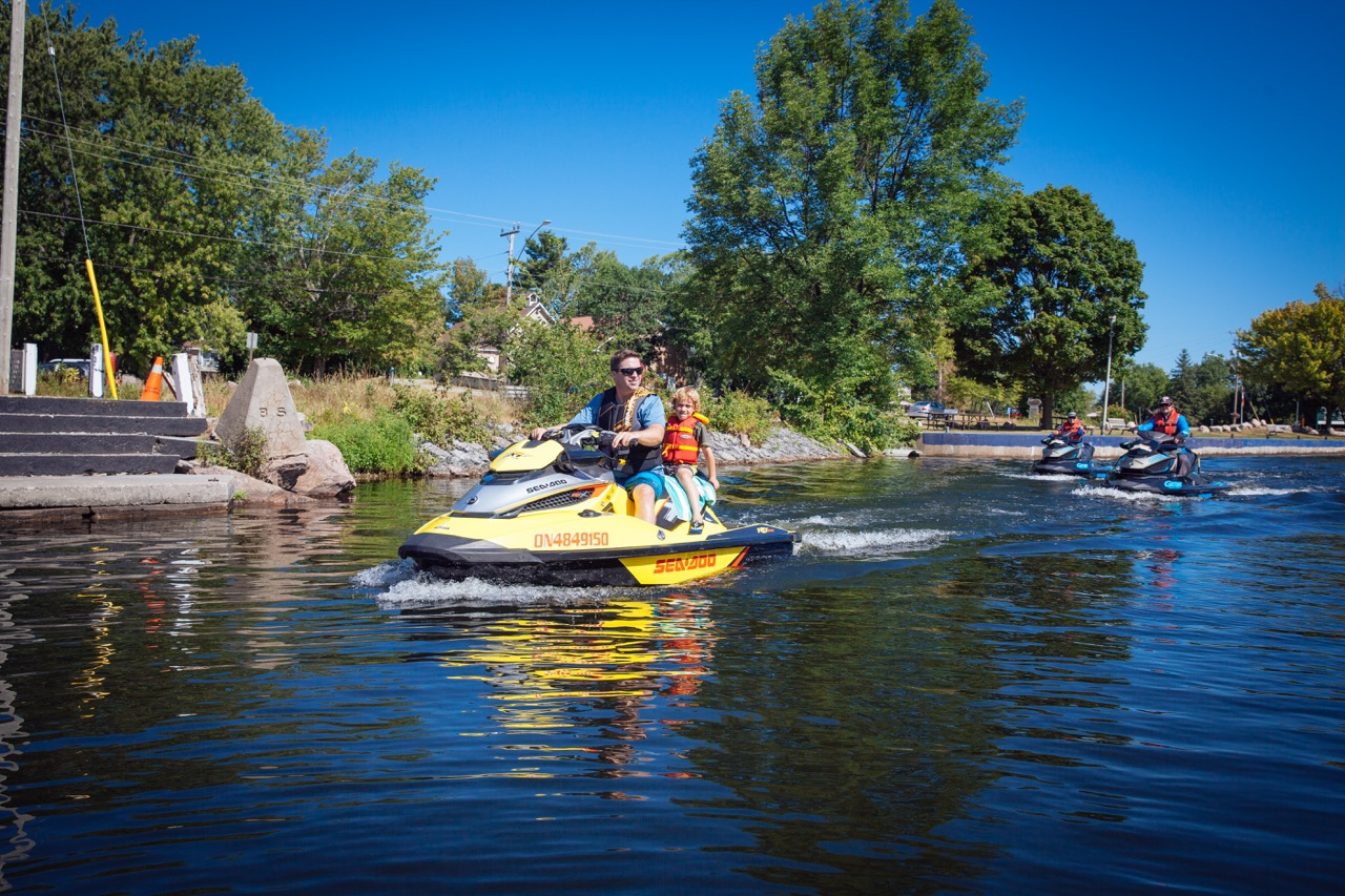 Ontario PWC boating regs say to wear PFDs