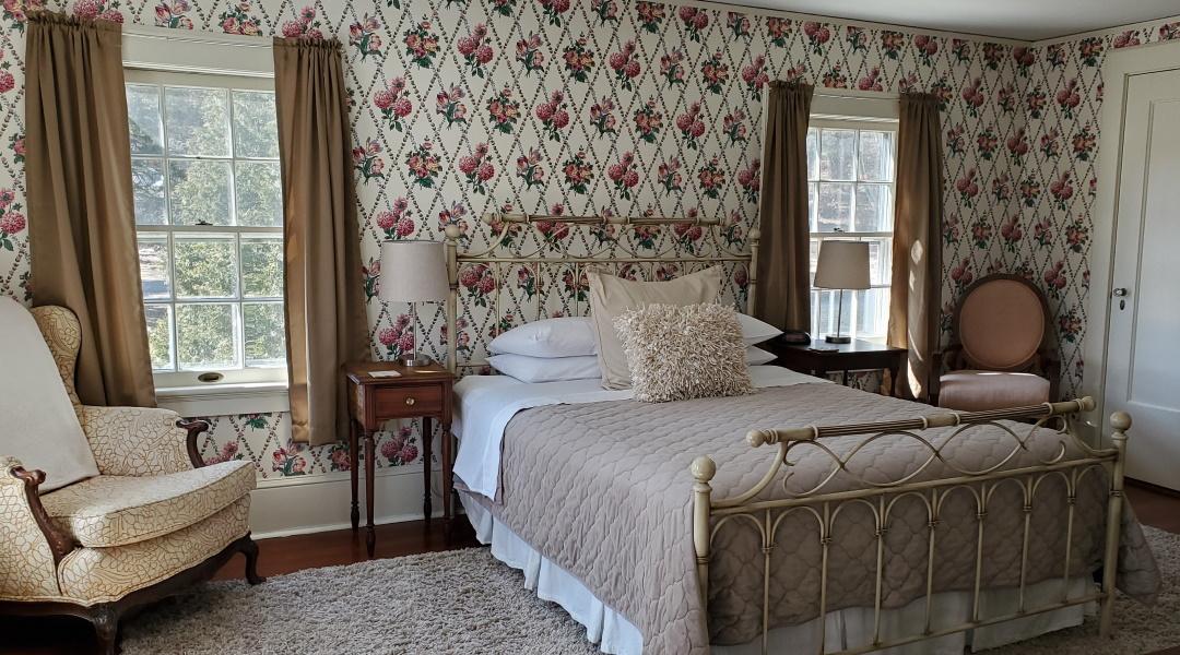 Windflower Inn Berkshires' Bed and Breakfast - The Everett - Room 6 - Name inspired by Mount Everett in the Berkshires