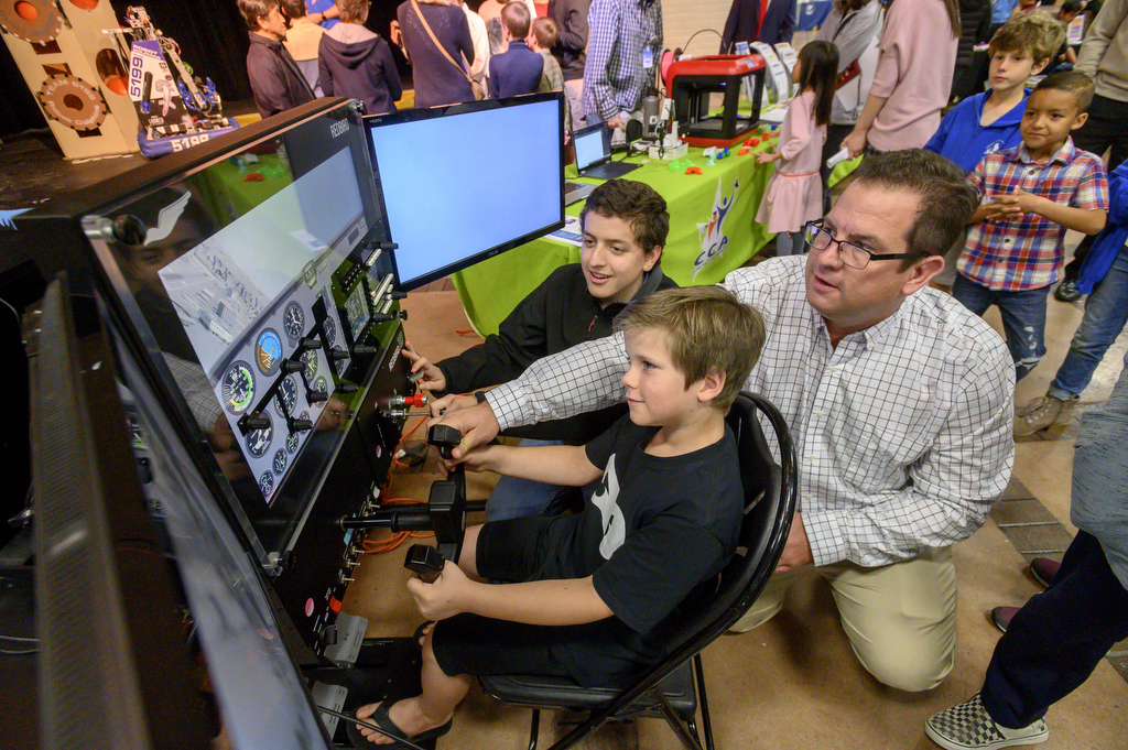 Innovation Showcase provides educational fun, from robots to bearded dragons