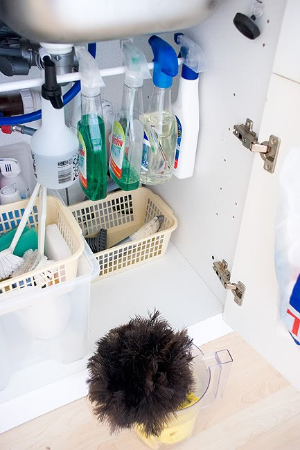 under cabinet hanging storage