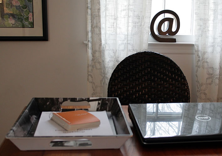 office inbox tray from www.yourhomeonlybetter.com