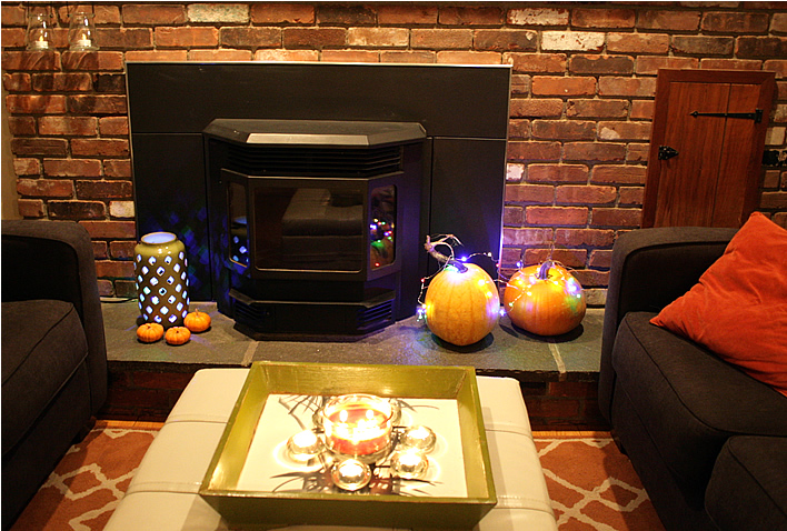 Graceful Holiday Decor Transition ideas #yourhomeonlybetter #interiordesign #decor #Christmas #Thanksgiving #Halloween