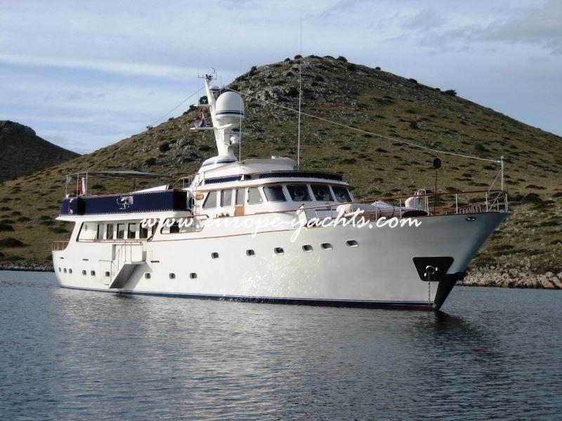 Benetti 33 from the sea