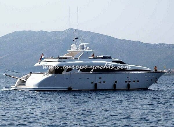 maiora 33 from the sea