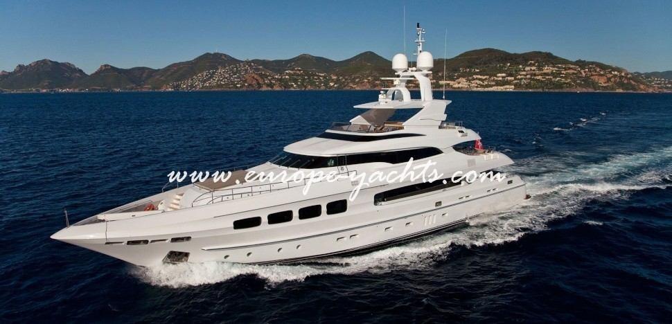 Manifiq Luxury Mega Yacht