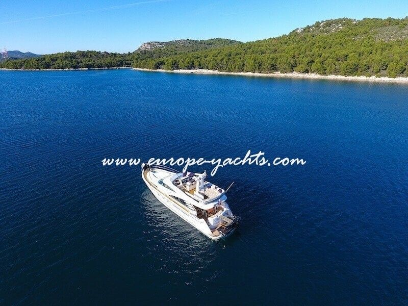 Luxury yacht Charter Croatia on board Fairline Squadron 58 M/Y Mali Karlo with Europe Yachts Charter