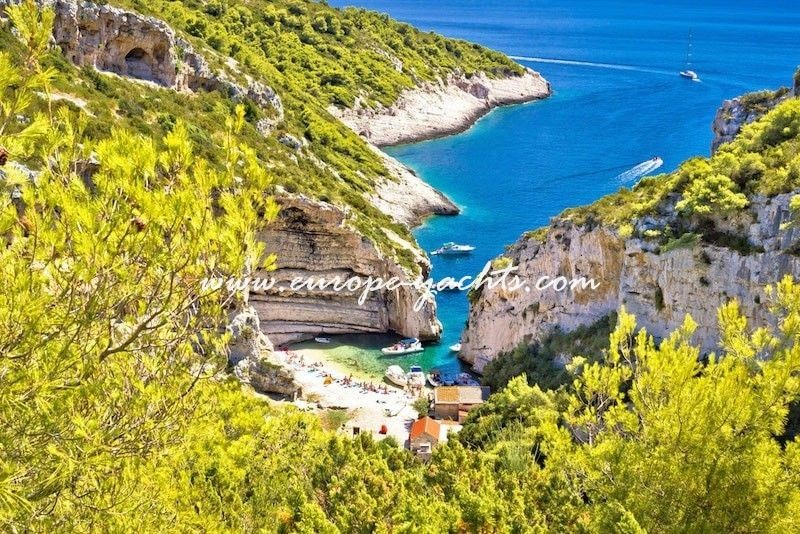 Europe Yachts Charter Croatia Stiniva Bay Min