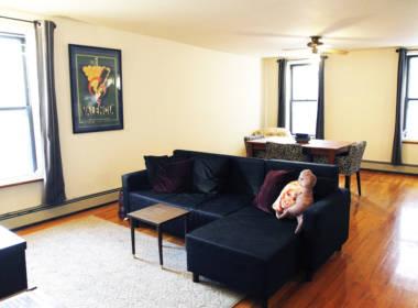 372 Bond St livingroom