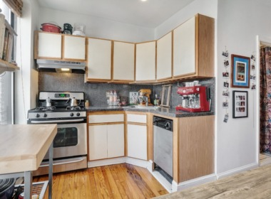 533 Clinton kitchen1