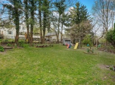 447 Liberty St backyard
