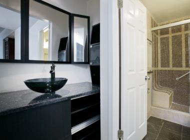 505 Court 2Q bath