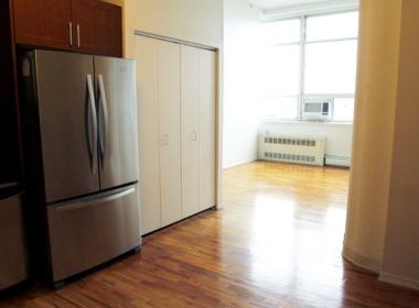 505 Court kit living room