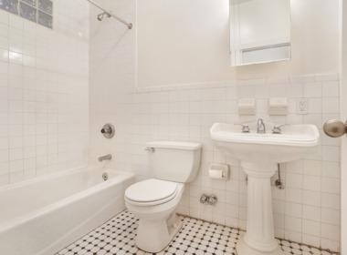 496 Court #2 bath