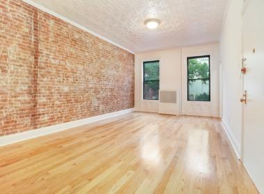 496 Court #2 livingroom