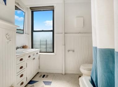 590 Henry St; #3 bathroom