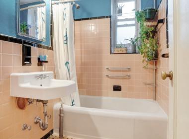 715 Ocean Pkwy #4G bath