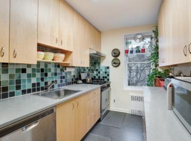 715 Ocean Pkwy #4G kitchen