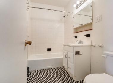 196 W 9th apt 2 bath