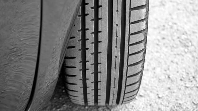 Do You Have Defective Tires? Here Are 4 Warning Signs of a Blowout
