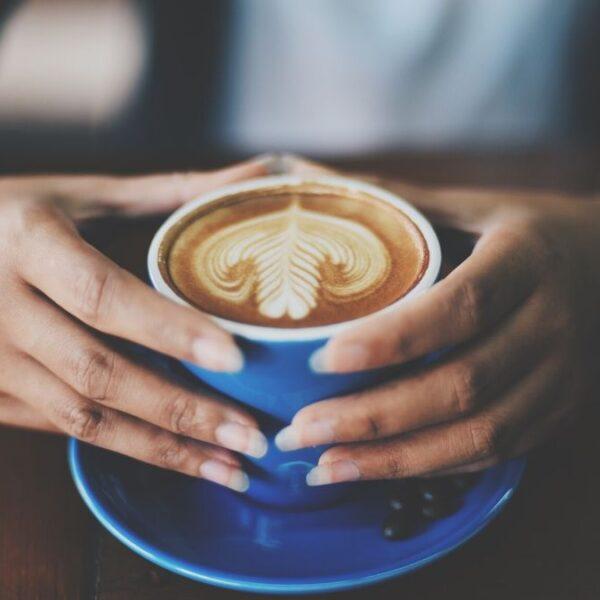 Ayuda a tu cafetería. Consume local.
