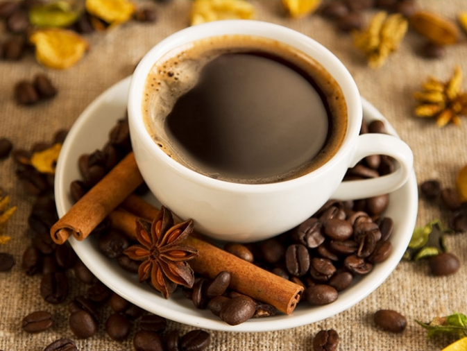 Especias y hierbas aromáticas para dar sabor al café