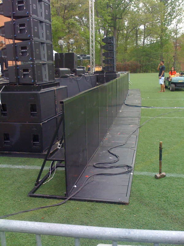 rock-and-roll-concert-barricades-with-step