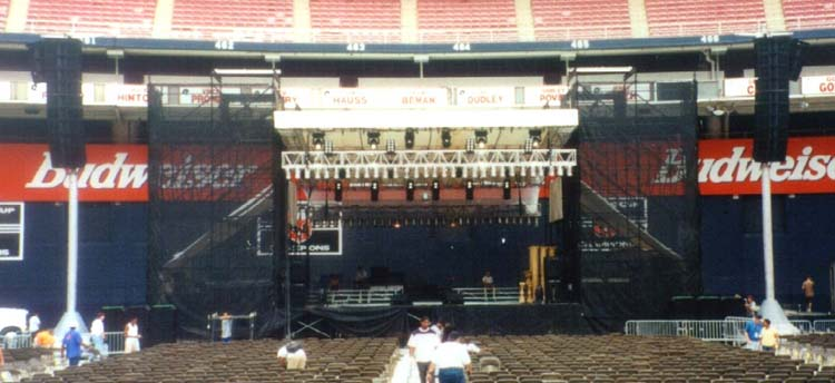 arena-stage-with-40x40-motorized-roof