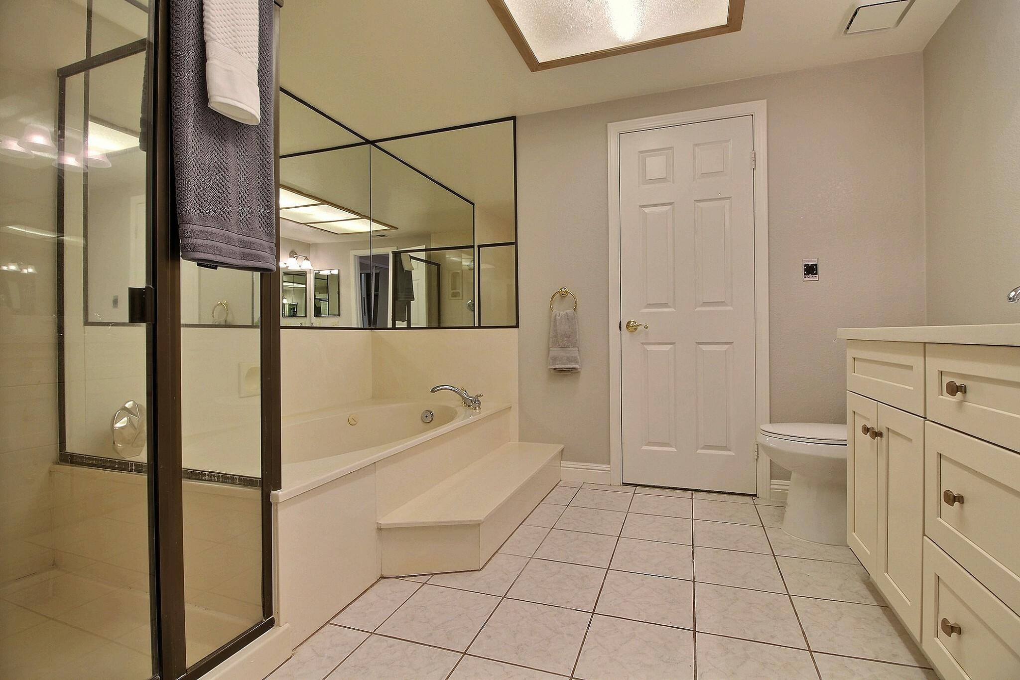 exposio_09_master_bathroom_03_2433_wildhorse_