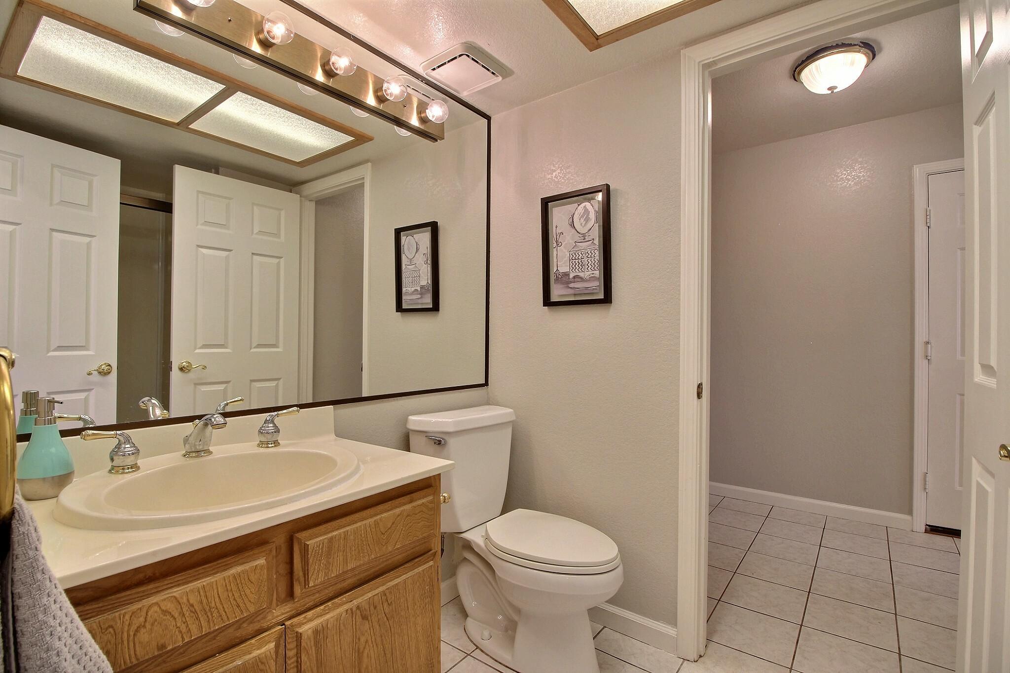 exposio_13_bathroom_1_02_2433_wildhorse_