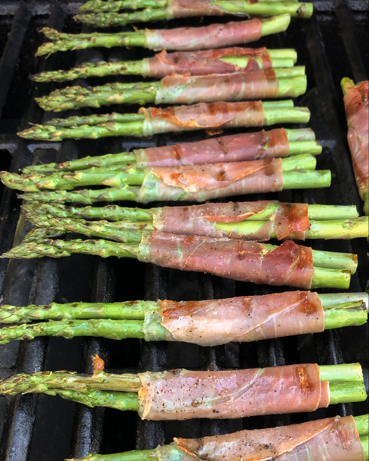 Asparagus with wrapped in prosciutto, on the grill.