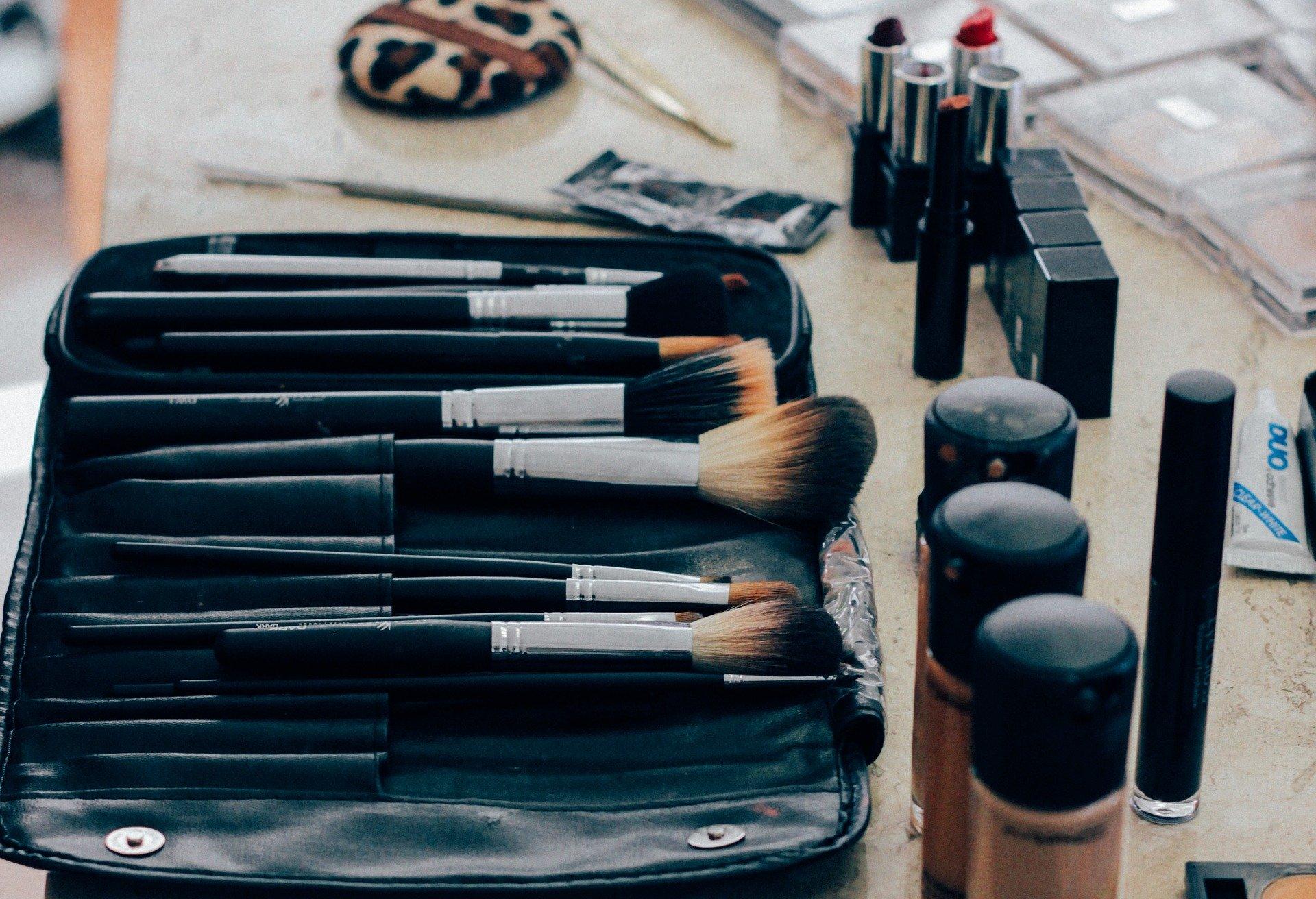 Pincéis de maquiagem sujos? Nada disso!